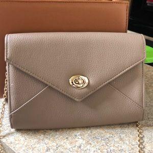 Dark beige/tan purse.